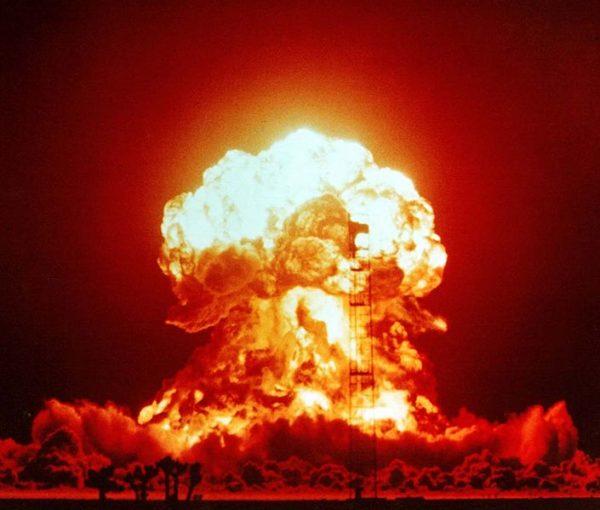 男「一緒になろう。僕の子供を産んでくれ」愛人「妊娠した」男「おめでとう。頑張って」愛人「結婚は?」男「無理」 → 核爆弾と化した愛人は、行為動画を全関係者に一斉送信し…