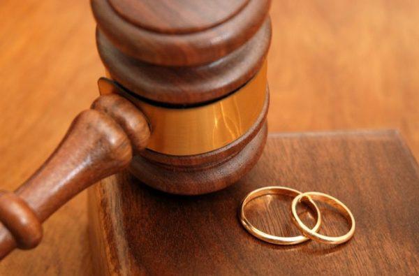 嫁の不倫で離婚。証拠も満載で親権も俺が得る事で合意済み。なのに離婚できずに裁判突入。この嫁は手強過ぎた…